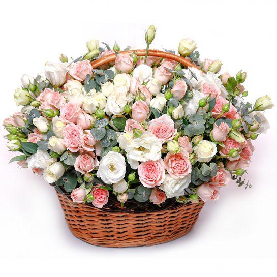 Красивые корзины с розами по выгодным ценам в Краснодаре
